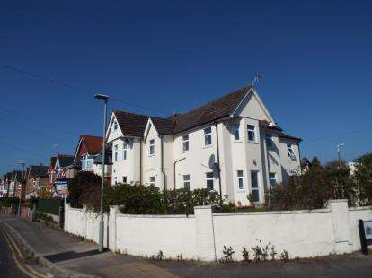 3 Bedrooms Flat for sale in Poole, Dorset