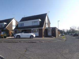 4 Bedrooms Semi Detached House for sale in Spinney Close, Crawley Down, West Sussex