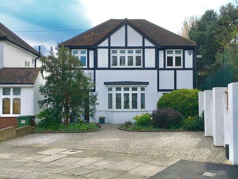 4 Bedrooms Detached House for sale in Iris Avenue, Bexley