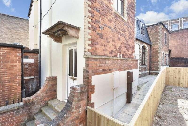 2 Bedrooms Flat for sale in Fore Street, Trowbridge