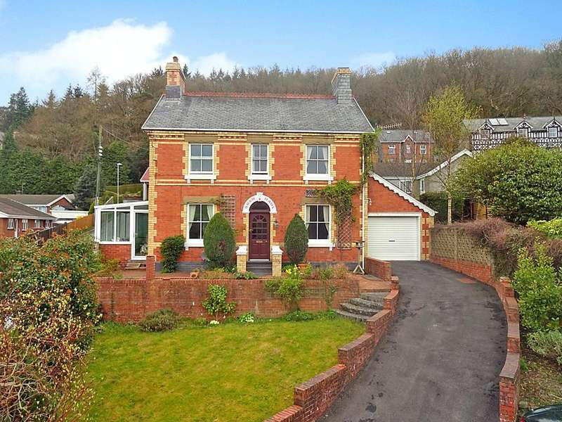 4 Bedrooms Detached House for sale in Woodlands Road, Llanidloes, Powys