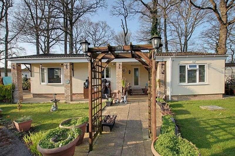 2 Bedrooms Detached Bungalow for sale in Trowbridge Lodge Park, Trowbridge