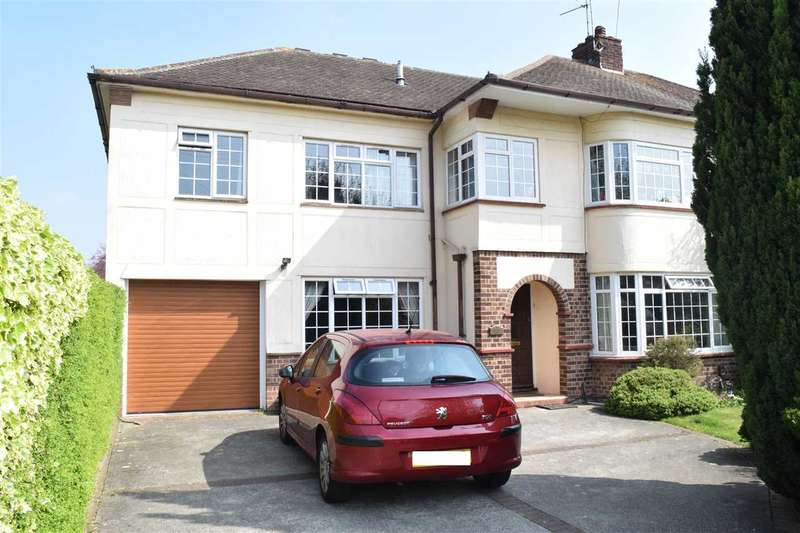 4 Bedrooms Semi Detached House for sale in Tyrells Close, Chelmsford