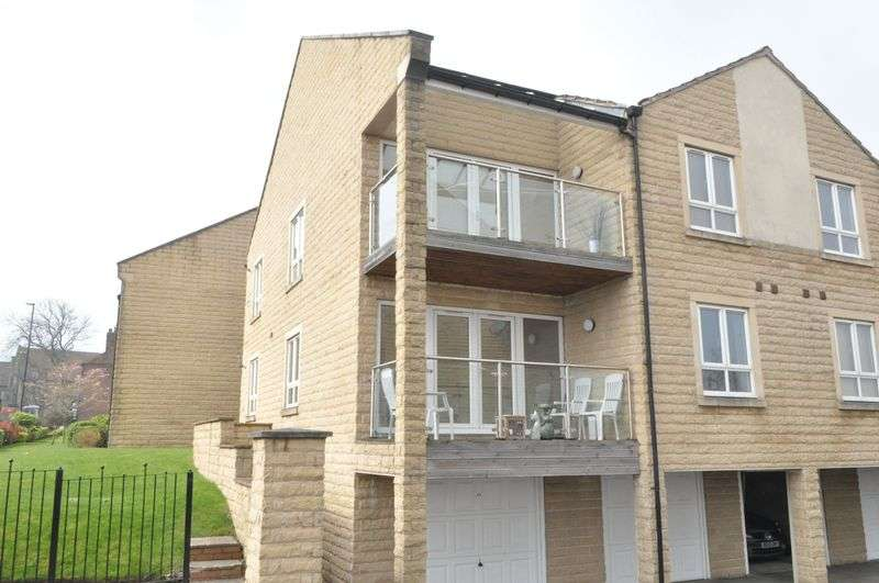 2 Bedrooms Flat for rent in Northfield Court, Crookes, Sheffield