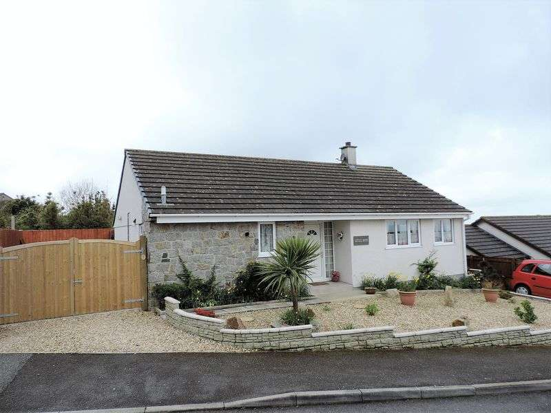 2 Bedrooms Detached Bungalow for sale in Knights Way, Redruth
