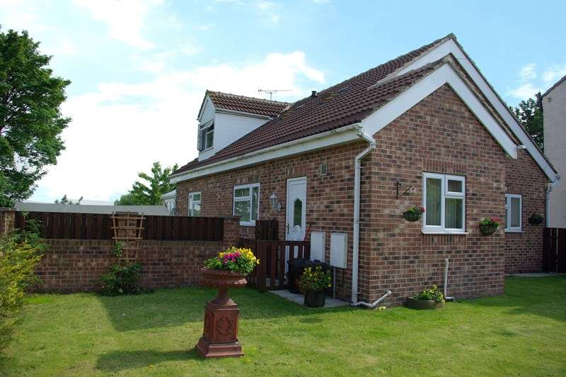 3 Bedrooms Detached House for sale in New Street, South Hiendley