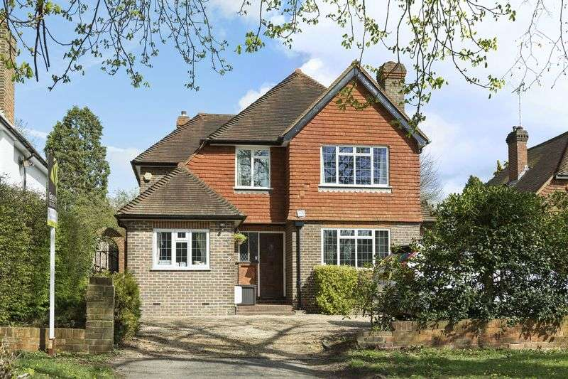 4 Bedrooms Detached House for sale in Stoke Road, Cobham
