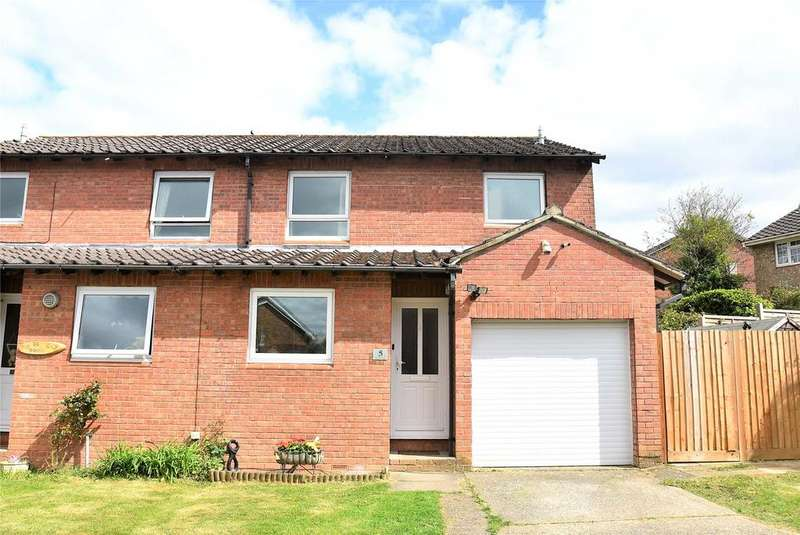 3 Bedrooms Semi Detached House for sale in Minstead Close, Tadley, Hampshire, RG26