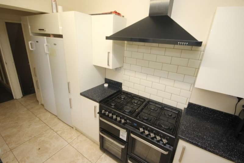 9 Bedrooms Terraced House for rent in Winston Gardens, Leeds, LS6