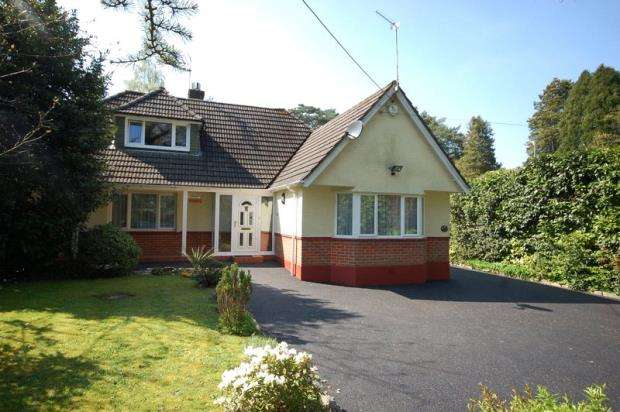2 Bedrooms Detached Bungalow for sale in Ferndown, Dorset, BH22