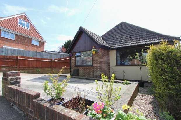 3 Bedrooms Detached Bungalow for sale in Rustington Road Brighton