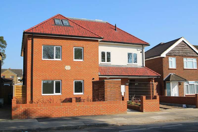2 Bedrooms Flat for sale in Woodthorpe Road, Ashford, TW15