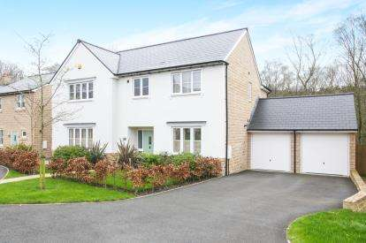 5 Bedrooms Detached House for sale in The Glade, Hayfield, High Peak, Derbyshire