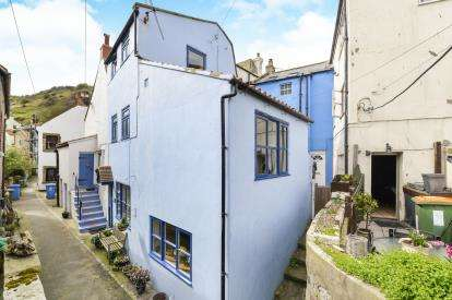 2 Bedrooms Terraced House for sale in Gunn Gutter, Staithes, Saltburn-By-The-Sea, North Yorkshire