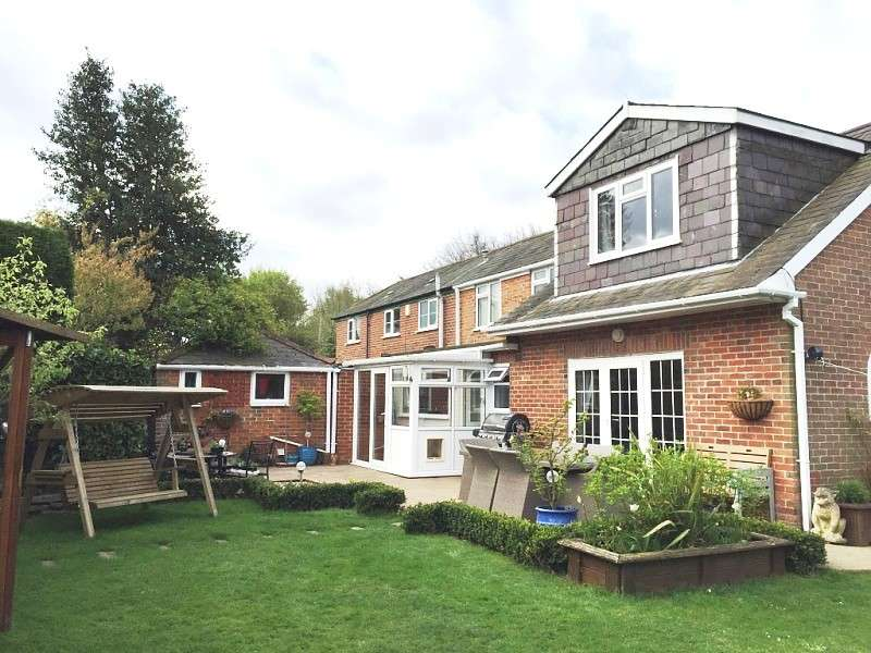 4 Bedrooms Semi Detached House for sale in Winchester Road, Botley, SO32