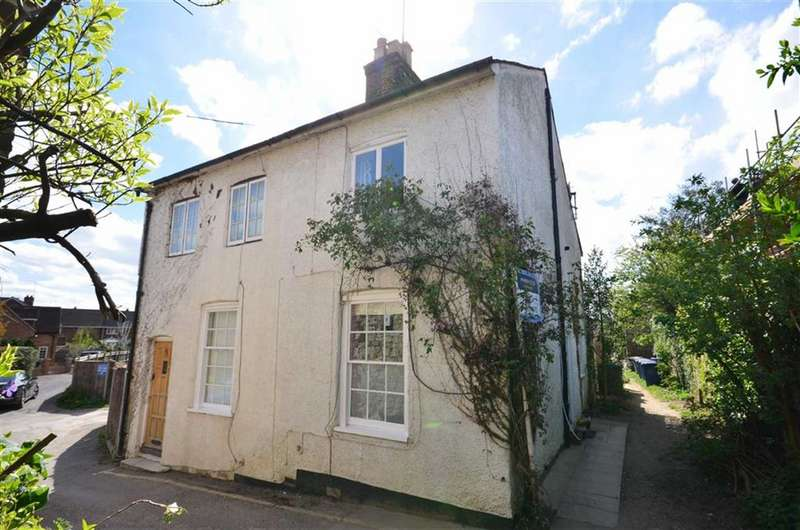 2 Bedrooms Property for sale in Mead Lane, Farnham