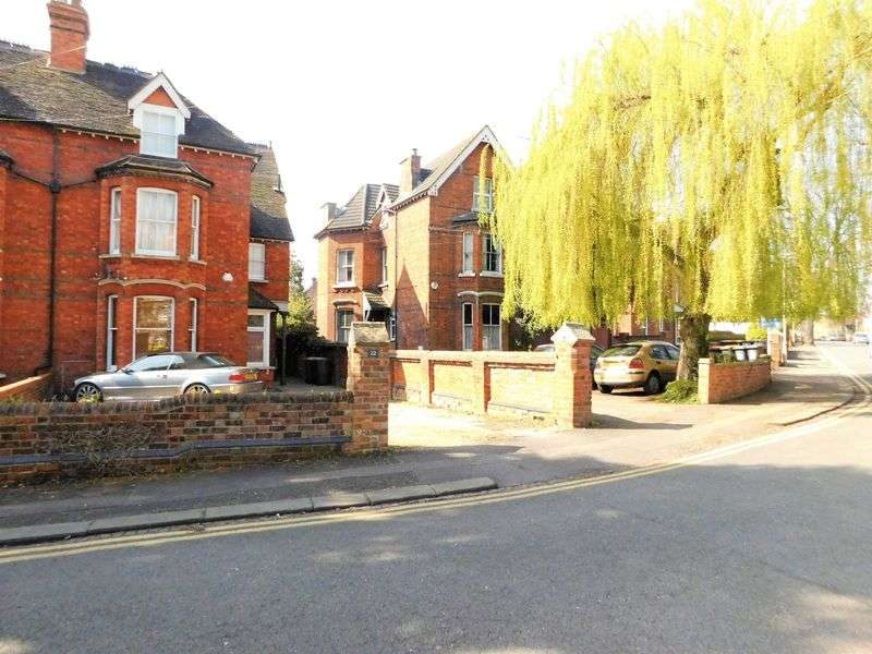 Flat for sale in Lansdowne Road, Bedford, MK40