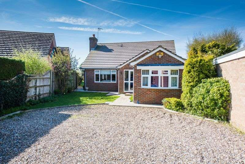 4 Bedrooms Detached Bungalow for sale in Lower Road, Stoke Mandeville