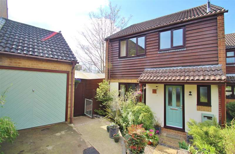 3 Bedrooms Link Detached House for sale in Lenborough Close, Buckingham