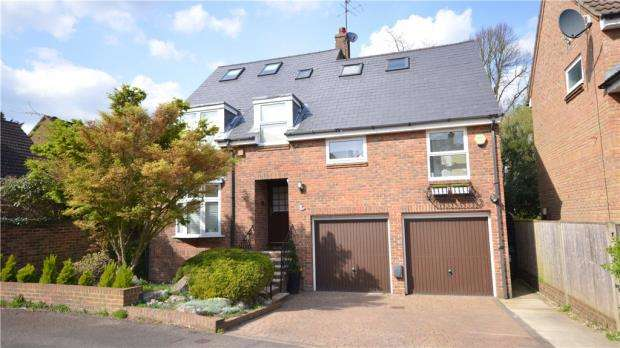 5 Bedrooms Detached House for sale in Horseguards Drive, Maidenhead, Berkshire