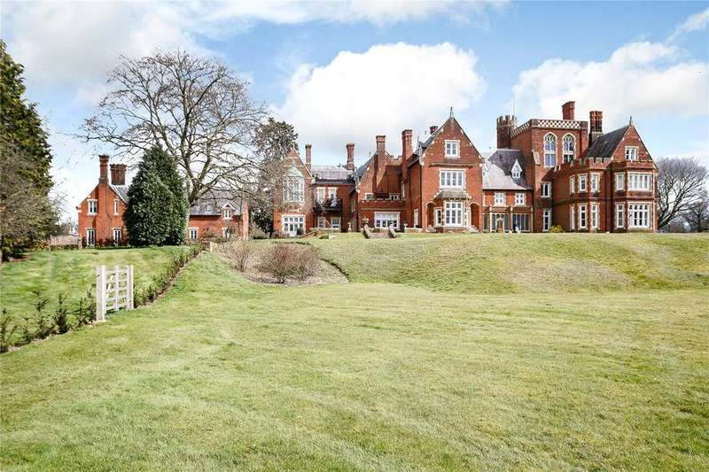 2 Bedrooms Penthouse Flat for sale in Frogmore Hall, Frogmore Park, Hertford