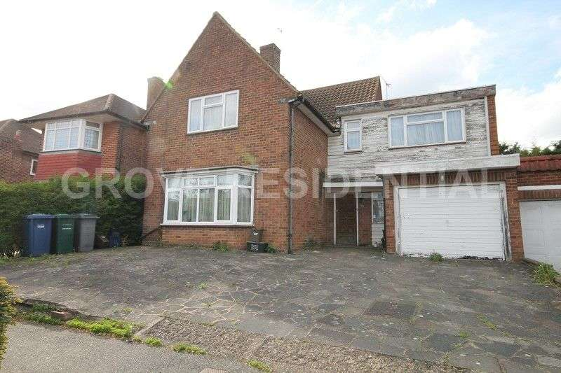 4 Bedrooms Detached House for sale in Harrowes Meade, Edgware, Middlesex. HA8 8RS