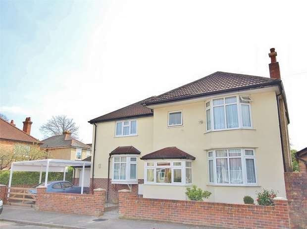 5 Bedrooms Detached House for sale in Chatsworth Road, Parkstone, POOLE, Dorset