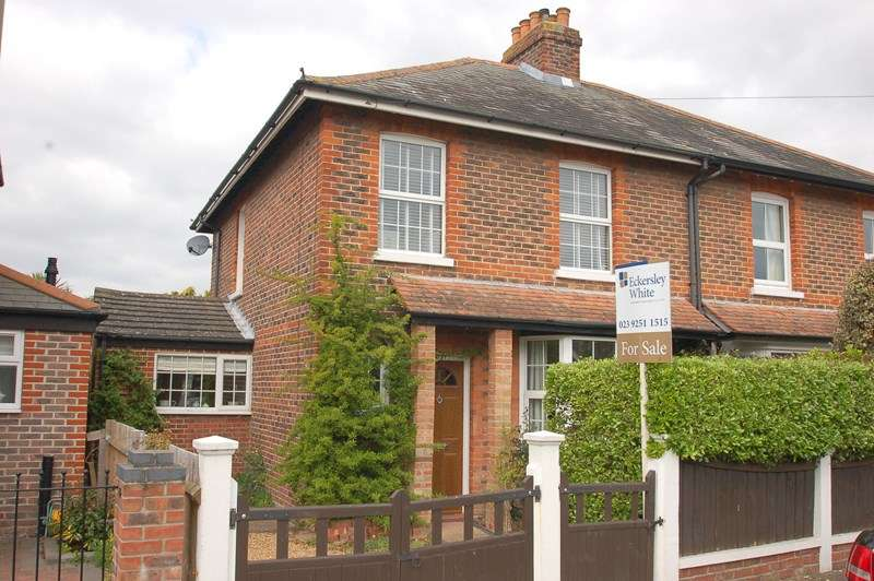 3 Bedrooms Semi Detached House for sale in Oval Gardens, Gosport