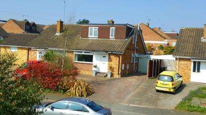 4 Bedrooms Semi Detached House for sale in Parracombe Way, Abington Vale, Northampton, Northamptonshire