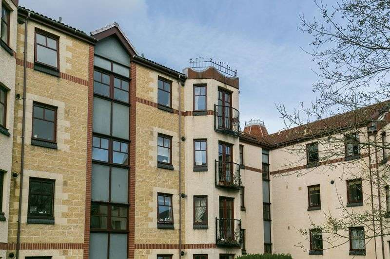 2 Bedrooms Flat for sale in 17/7 West Bryson Road, Polwarth, Edinburgh, EH11 1EH