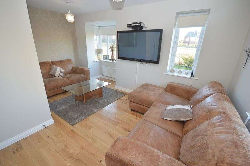 3 Bedrooms Semi Detached House for sale in Shackleton Avenue, Widnes.