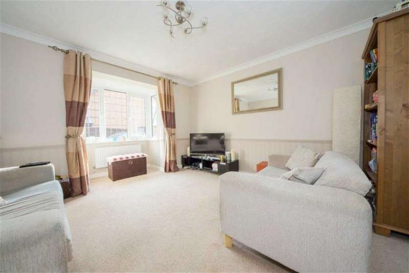 3 Bedrooms Property for sale in Holmfield Close, Toddington