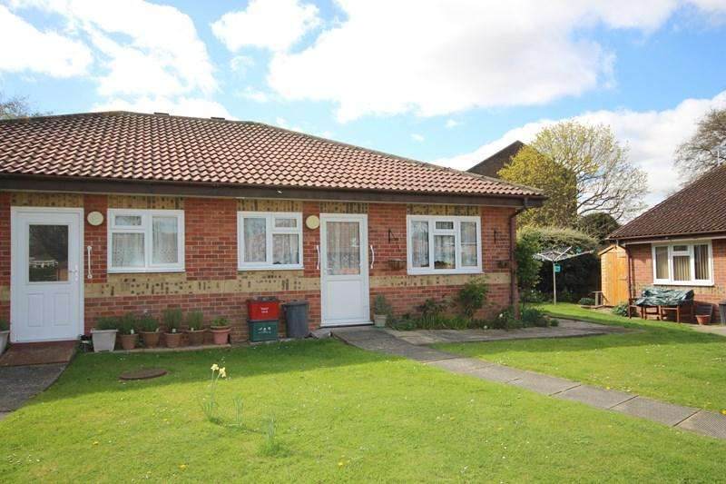 2 Bedrooms Semi Detached Bungalow for sale in Knox Road, Clacton-On-Sea
