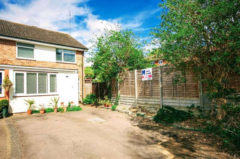 3 Bedrooms End Of Terrace House for sale in Burghley Close, Stevenage