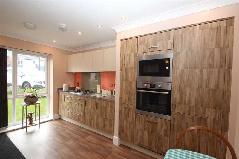 3 Bedrooms Semi Detached House for sale in Sternboro Park, Penshaw, Houghton-Le-Spring