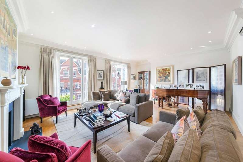 3 Bedrooms Flat for sale in Green Street, London