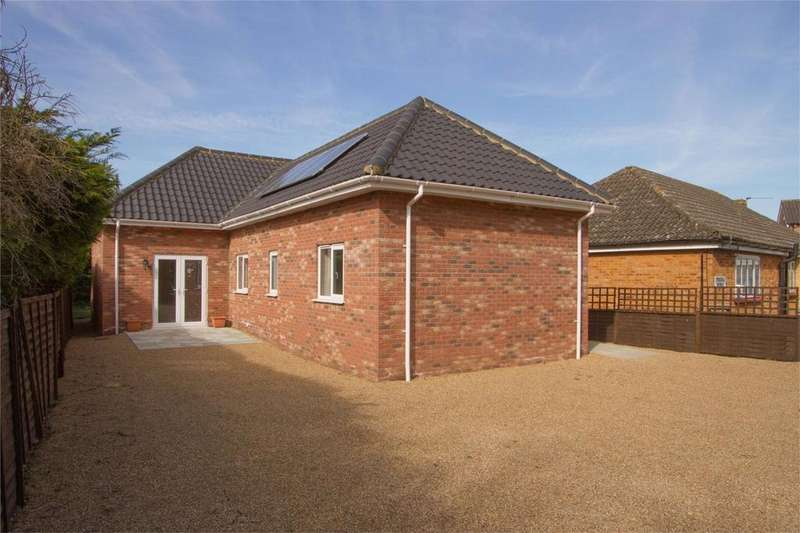 3 Bedrooms Chalet House for sale in Norwich Rd, Besthorpe, Norfolk