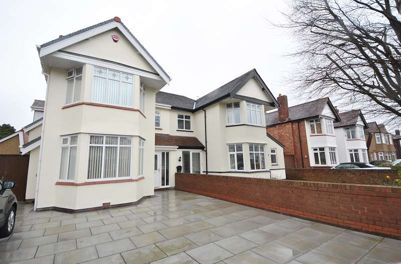 4 Bedrooms Semi Detached House for sale in Dunbar Crescent, Hillside, Birkdale, Southport. PR8 3AA