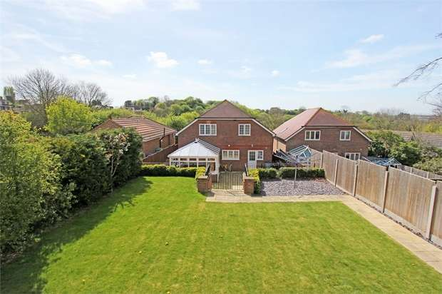 4 Bedrooms Detached House for sale in The Glen, Minster on Sea, Kent