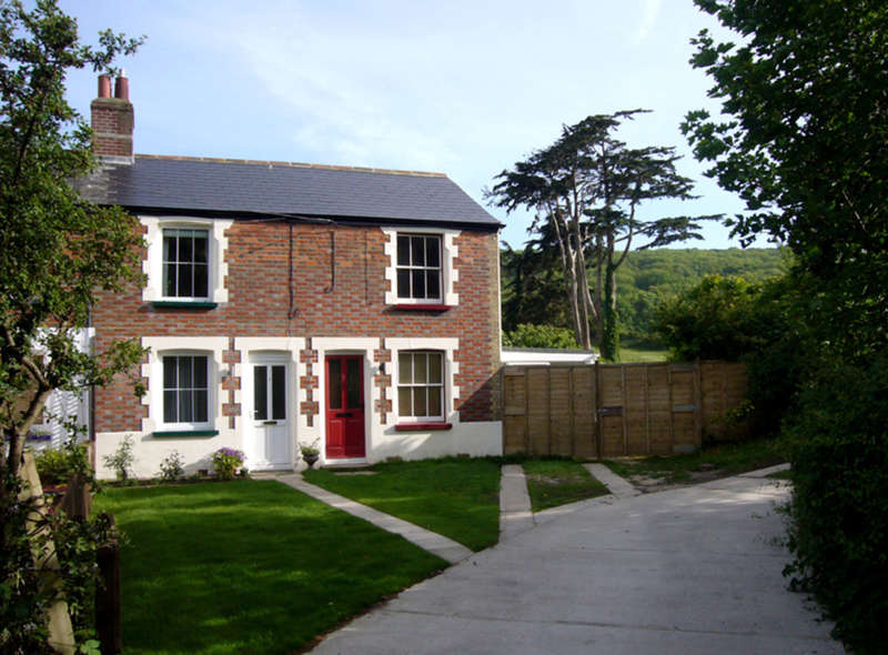 2 Bedrooms Terraced House for sale in Moons Hill, Isle of Wight
