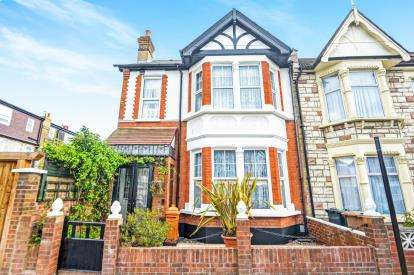 4 Bedrooms End Of Terrace House for sale in London, Na