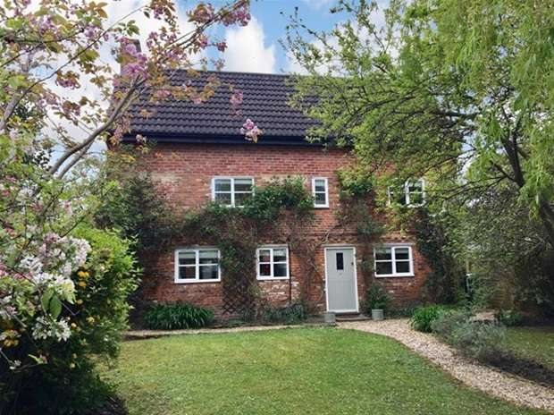 4 Bedrooms Detached House for sale in High Street, Dilton Marsh, Westbury