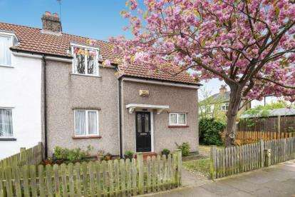 2 Bedrooms Semi Detached House for sale in Woldham Road, Bromley