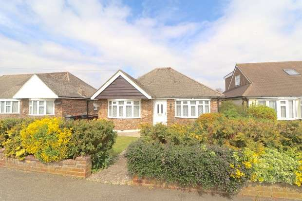 3 Bedrooms Bungalow for sale in Golden Miller Lane, Polegate, BN26