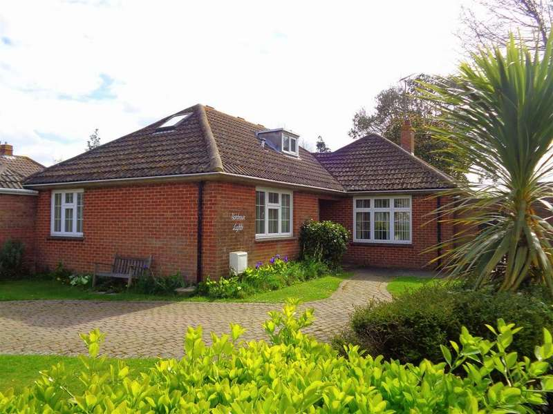 4 Bedrooms Detached Bungalow for sale in Cardinals Drive, Nyetimber