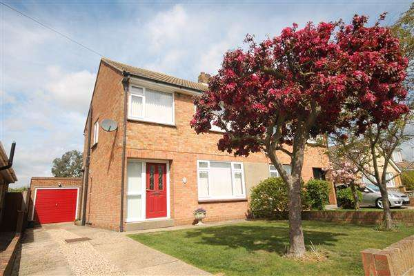 3 Bedrooms Property for sale in Peartree Way, Little Clacton