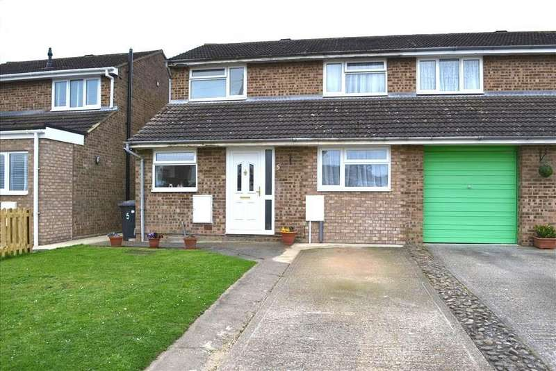 3 Bedrooms Semi Detached House for sale in Poplar Close, Biggleswade, SG18