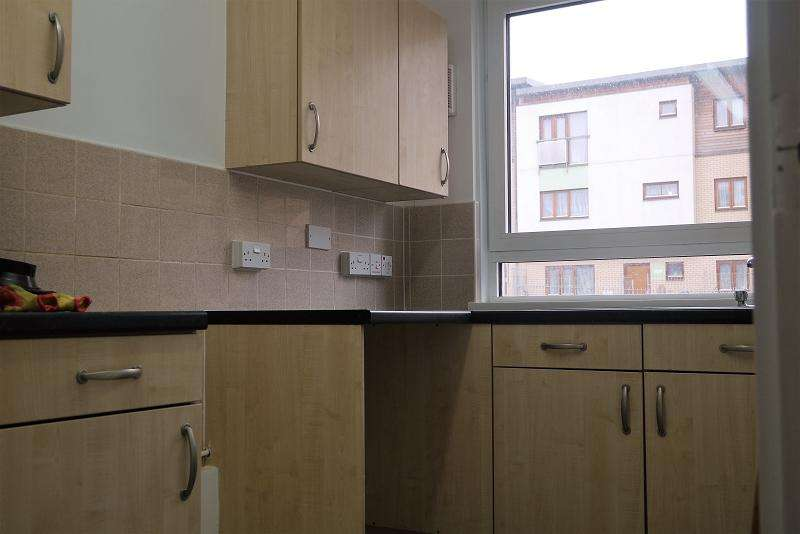 1 Bedroom Ground Flat for sale in Rainhill Way, London, Greater London. E3