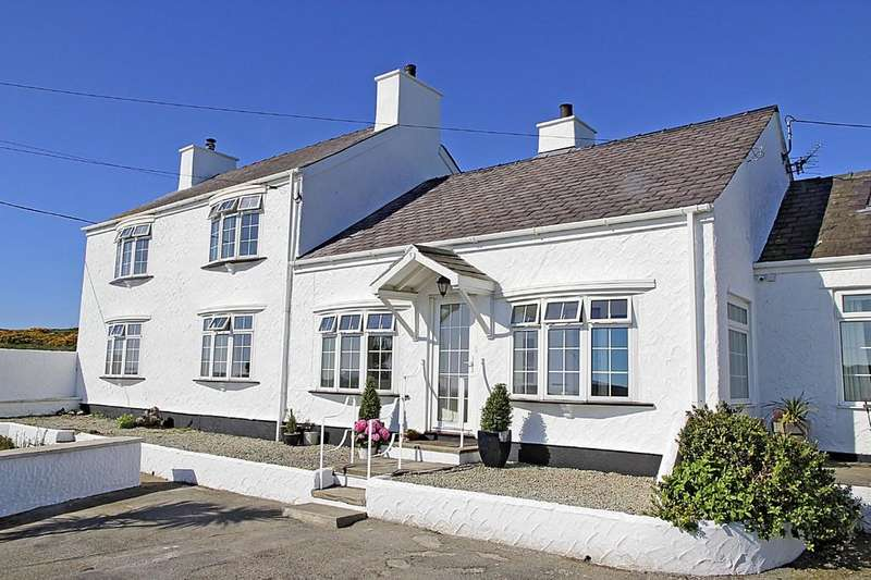 3 Bedrooms Farm House Character Property for sale in Porthdafarch, Holyhead, North Wales
