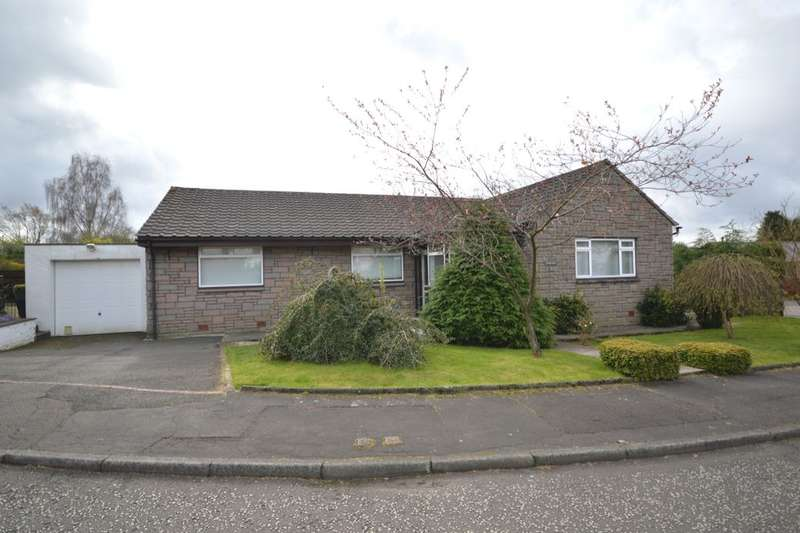 4 Bedrooms Detached Bungalow for sale in Croftfoot Place, Denny, FK6